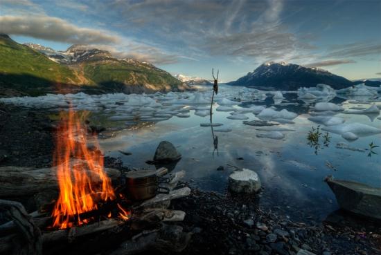 「氷河湖野営」:はがきサイズ額装